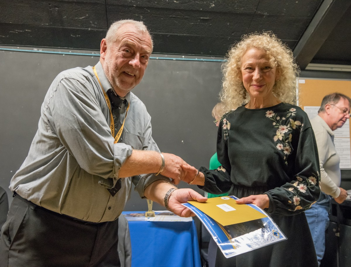 Paul Rutherford presents Jayne Giacomelli with her prize