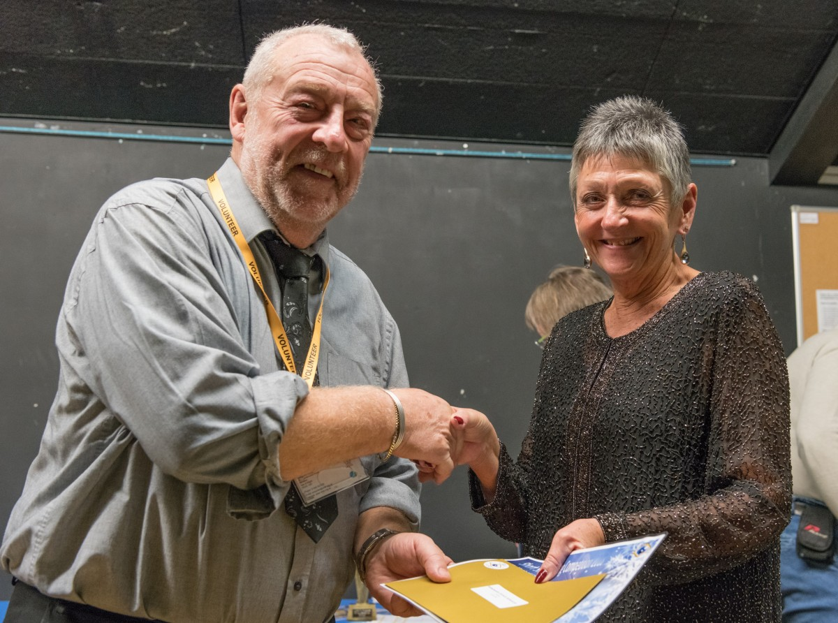 Paul Rutherford presents Dr Marguerite Howick with her prize