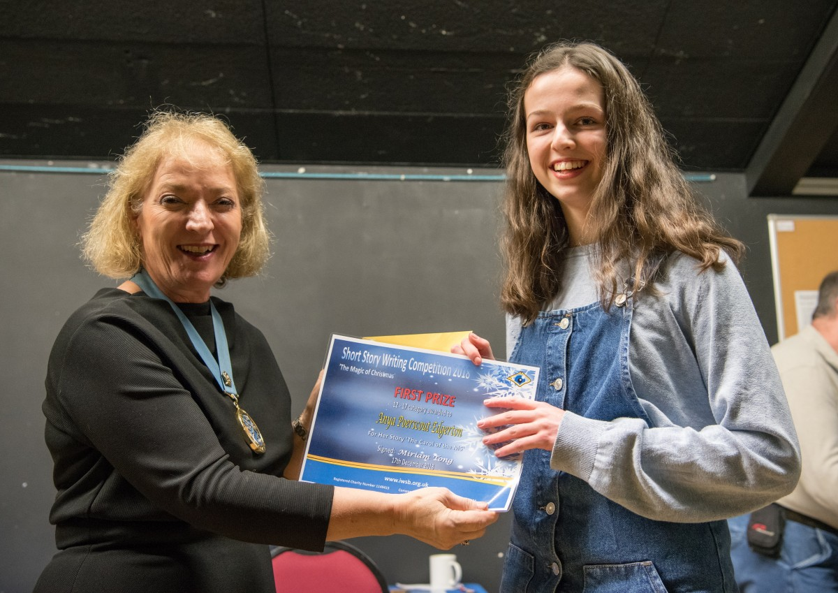 Paul Rutherford presents Anya Poerscout-Edgerton with her prize